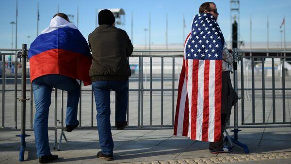 Fanoušci s vlajkami Ruska a USA na Olympiádě 2014 - Sputnik Česká republika
