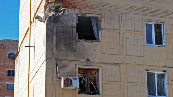 Obytný dům v Doněcku po ostřelování ukrajinskými ozbrojenými silami - Sputnik Česká republika