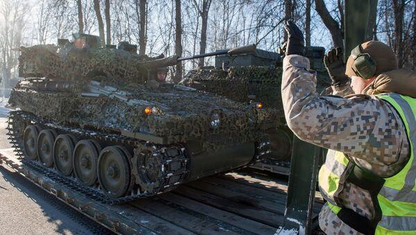 Bojové obrněné průzkumné vozidlo FV107 SCIMITAR NATO v Lotyšsku - Sputnik Česká republika