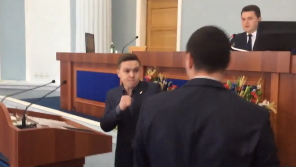Na Ukrajině se poprali poslanci oblastní rady kvůli ruštině - Sputnik Česká republika