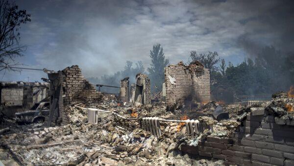 Dům, zničený v důsledku leteckého útoku ozbrojených sil Ukrajiny na stanici Luhanskou - Sputnik Česká republika