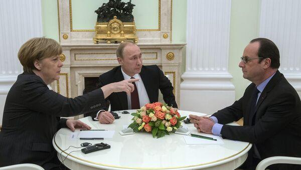 Angela Merkelová, Vladimir Putin a Francois Hollande - Sputnik Česká republika