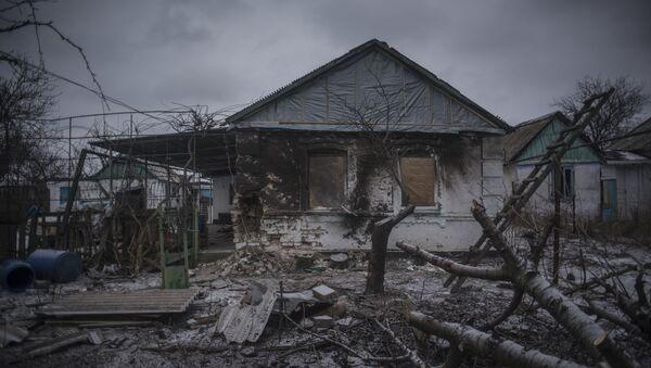 Dům zničený v Doněcké oblasti - Sputnik Česká republika