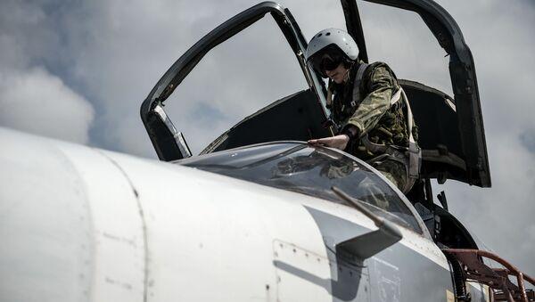 Bombardér Su-24 na základně Hmeimim - Sputnik Česká republika
