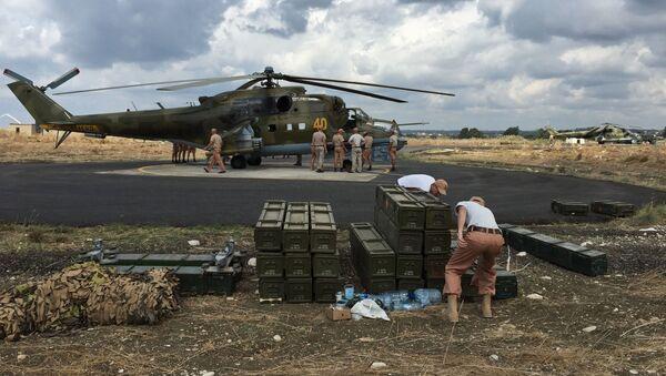 Vrtulník Mi-24 na základně Hmímím v Sýrii - Sputnik Česká republika