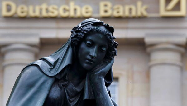 Статуя напротив здания Deutsche Bank во Франкфурте - Sputnik Česká republika