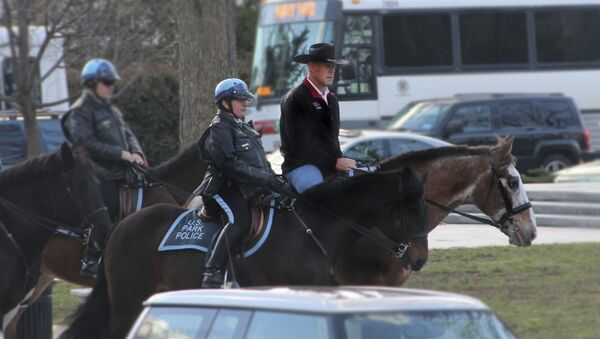 Nový ministr vnitra USA přijel do práce na koni a v kovbojském klobouku - Sputnik Česká republika