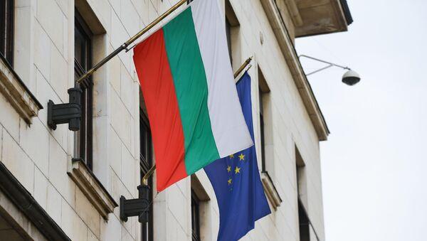 Bulharská vlajka a vlajka EU - Sputnik Česká republika