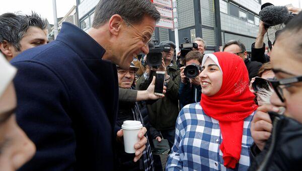Mark Rutte mluví s voliči - Sputnik Česká republika