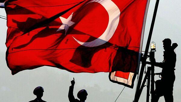 Turecká vlajka v přístavu - Sputnik Česká republika