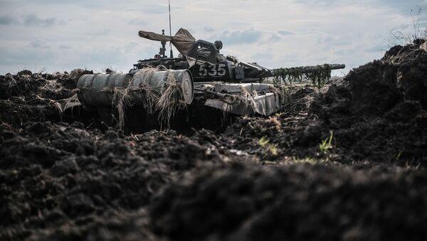 Tank na polygonu Molkino během taktického cvičení ruské armády - Sputnik Česká republika