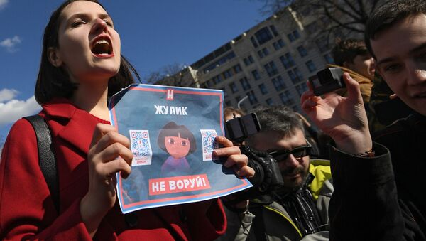 Участники несанкционированной акции на Пушкинской площади в Москве против коррупции - Sputnik Česká republika