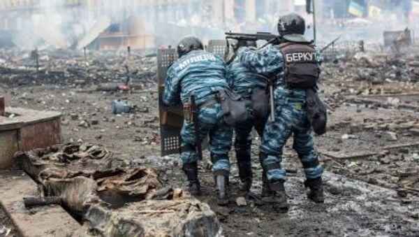 Příslušníci policie a Berkutu v Kyjevě v roce 2014 - Sputnik Česká republika
