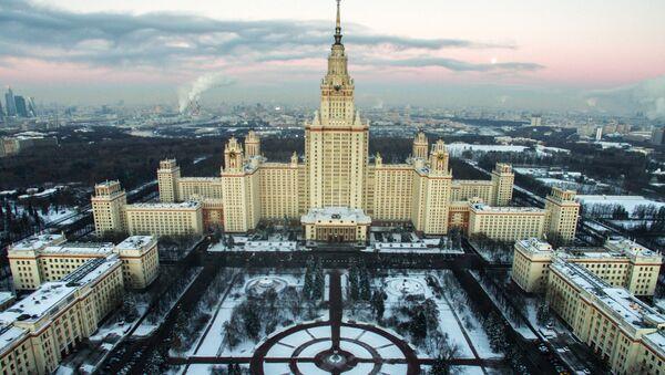 Вид на Главное здание МГУ на Воробьевых горах - Sputnik Česká republika
