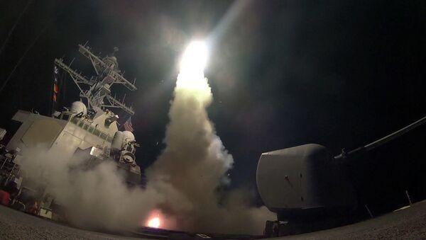 The guided-missile destroyer USS Porter (DDG 78) launches a tomahawk land attack missile in the Mediterranean Sea - Sputnik Česká republika