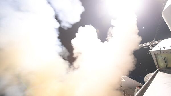 Ракетный обстрел с американского эсминеца USS Porter по сирийской авиабазе в Средиземном море - Sputnik Česká republika