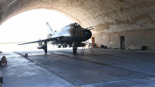 Letadlo na letecké základně v Sýrii - Sputnik Česká republika