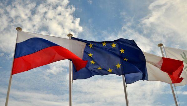 Vlajky Ruska EU a Francie - Sputnik Česká republika