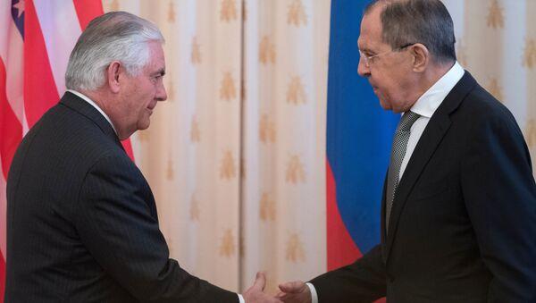 Ruský ministr zahraničí Sergej Lavrov a jeho americký protějšek Rex Tillerson - Sputnik Česká republika