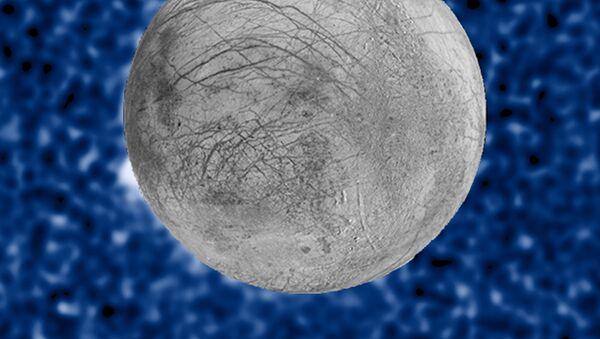 Erupce kryogenních sopek na povrchu družice Jupiteru Evropy. - Sputnik Česká republika