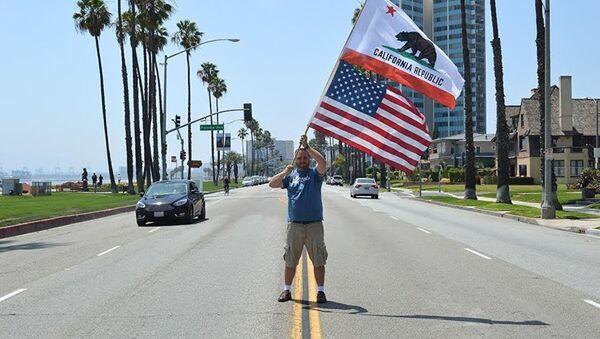 Vůdce hnutí Yes California Louis Marinelli - Sputnik Česká republika