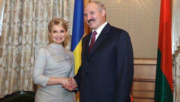 Běloruský prezident Alexandr Lukašenko s bývalou ukrajinskou premiérkou Julií Tymošenkovou. - Sputnik Česká republika