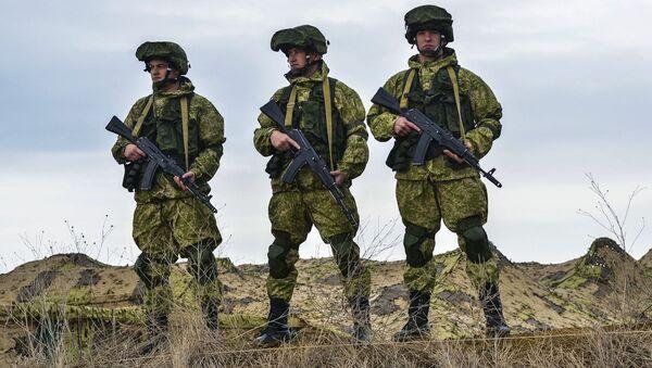 Ruští vojáci během cvičení na Krymu - Sputnik Česká republika