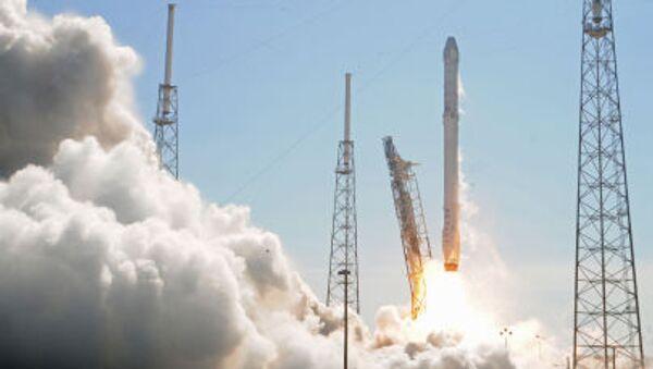 Start rakety Falcon 9. Ilustrační foto - Sputnik Česká republika