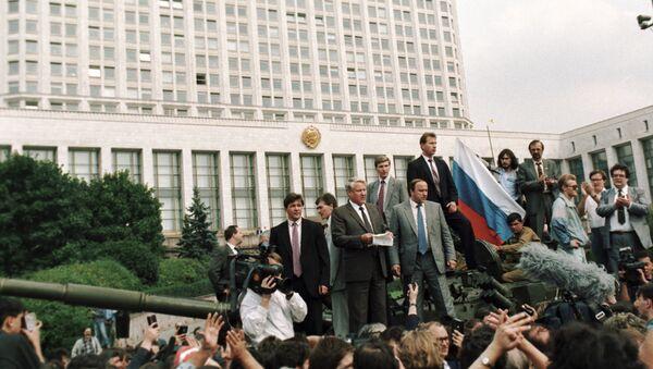 Jelcin během puče - Sputnik Česká republika