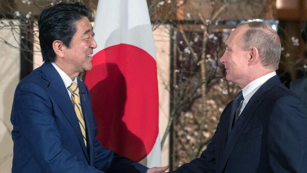 Šinzó Abe a Vladimir Putin - Sputnik Česká republika