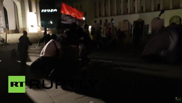 Neznámé osoby v maskách zaútočily na tábor protestujících na Majdanu - Sputnik Česká republika