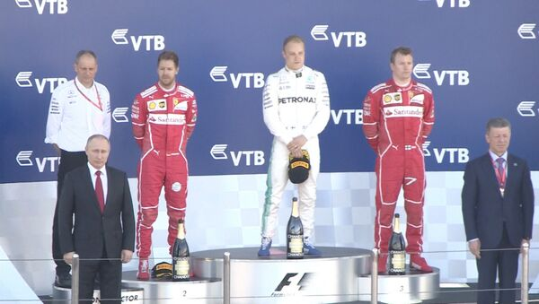 Putin navštívil Grand Prix Formule 1 v Soči. Video - Sputnik Česká republika