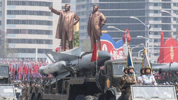 Severokorejský komplex S-200 během přehlídky - Sputnik Česká republika