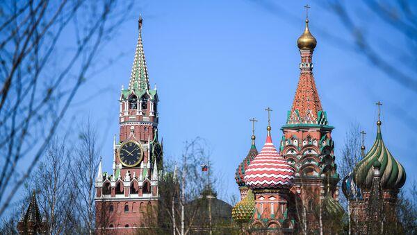 Pohled na Chrám Vasila Blaženého a Kreml - Sputnik Česká republika
