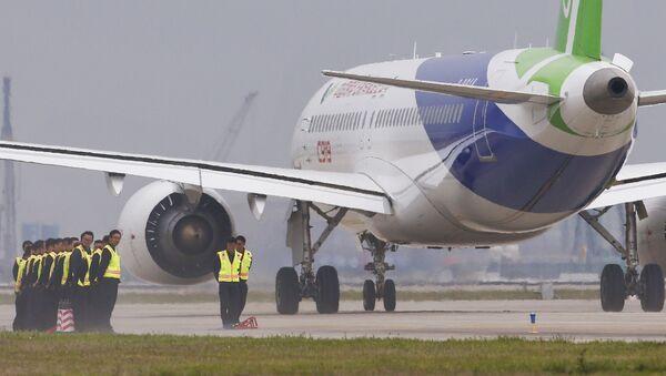 Letadlo na čínském letišti - Sputnik Česká republika