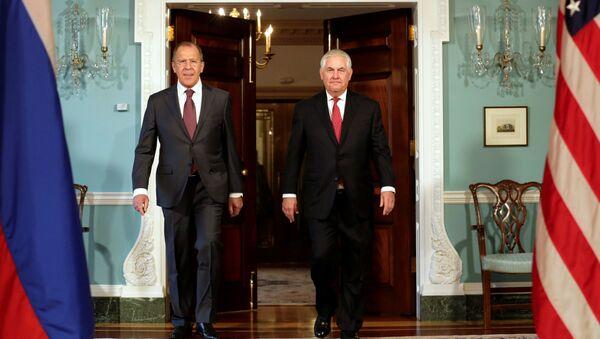 Ruský ministr zahraničí Sergej Lavrov a jeho protějšek - Sputnik Česká republika