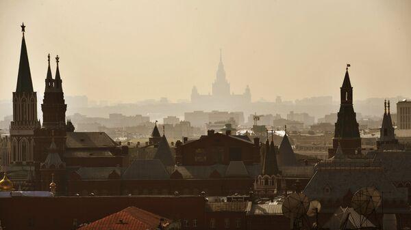 Moskva, pohled na Kreml a MSU - Sputnik Česká republika