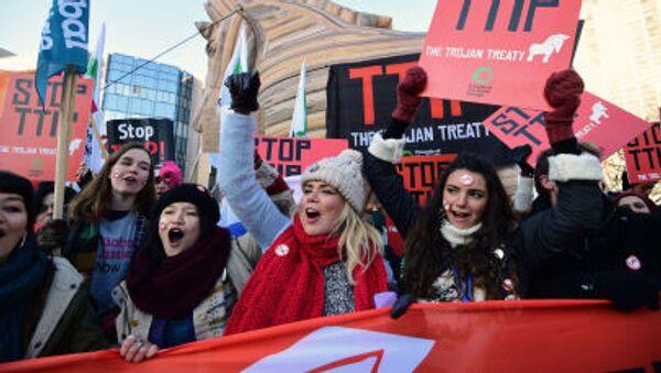 Demonstrace proti TTIP v Bruselu - Sputnik Česká republika