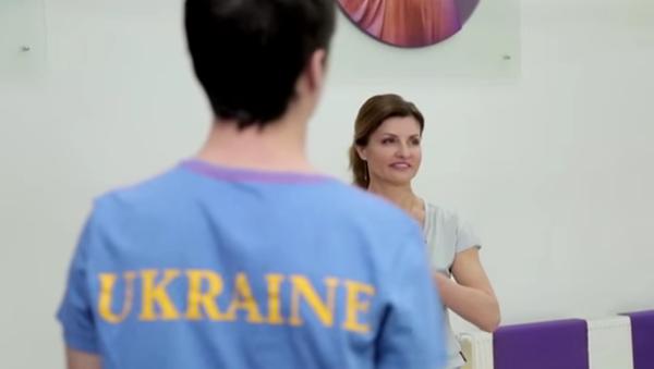 """Napravil to. Porošenkův syn přišel do televize v """"ukrajinském"""" tričku - Sputnik Česká republika"""