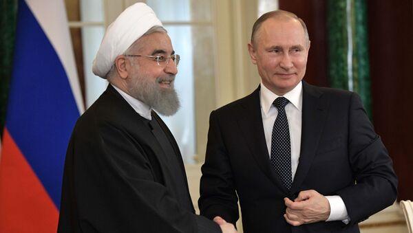 Ruský prezident Vladimir Putin a íránský prezident Hasan Rúhání - Sputnik Česká republika