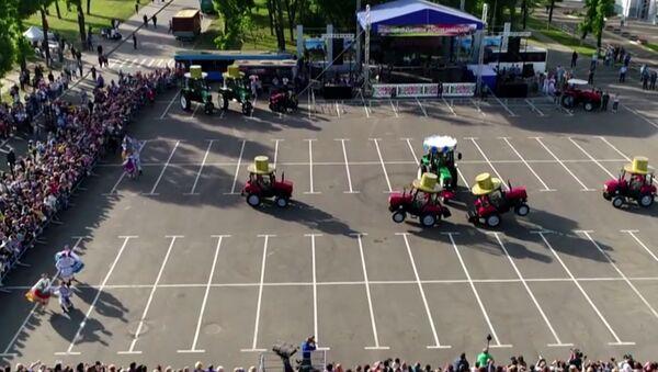 Běloruský traktorový balet - Sputnik Česká republika