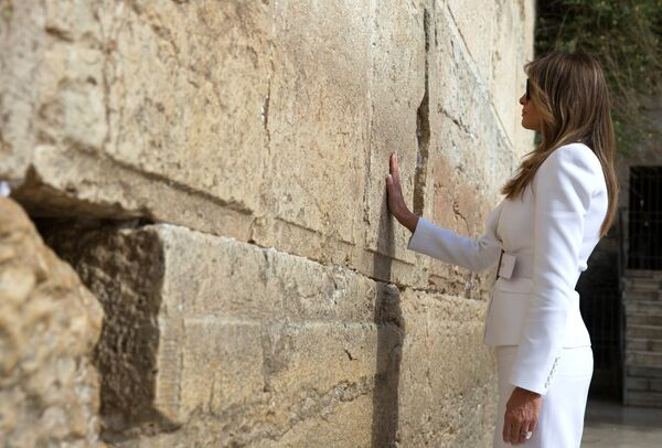 Nejlepší foto Melanie Trumpové během první zahraniční cesty prezidenta USA Donalda Trumpa - Sputnik Česká republika