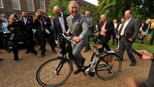 Princ Charles na elektrokole v Londýně - Sputnik Česká republika