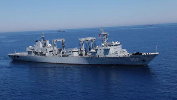 Výsadková loď Alexandr Otrakovskij během cvičení ve Středozemí - Sputnik Česká republika
