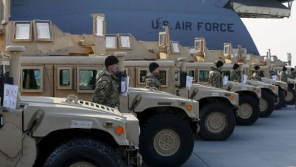Americká vojenská terénní vozidla HMMWV - Sputnik Česká republika