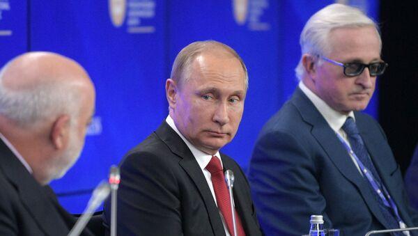 Vladimir Putin a další účastníci PMEF 2017 - Sputnik Česká republika