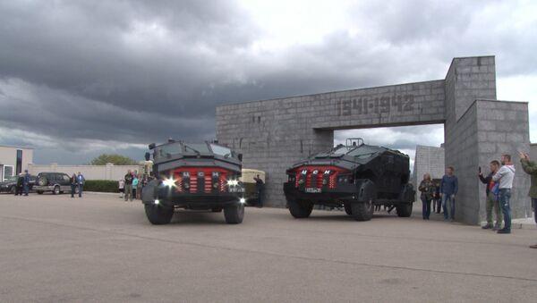 Obrněná vozidla Falkatus dorazila na Krym - Sputnik Česká republika