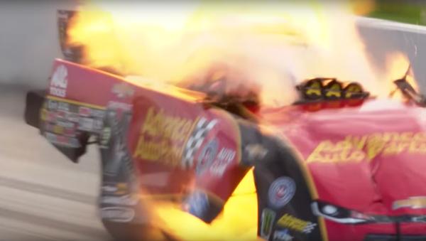 Závodní automobil vybuchl při rychlosti více než 500 kilometrů za hodinu - Sputnik Česká republika