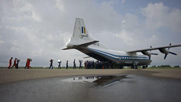 Vojenské letadlo z myanmaru Shaanxi Y-8 - Sputnik Česká republika