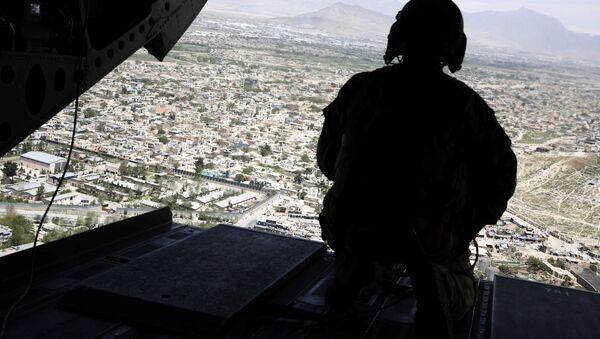 Americký voják ve vrtulníku nad Afghánistánem - Sputnik Česká republika